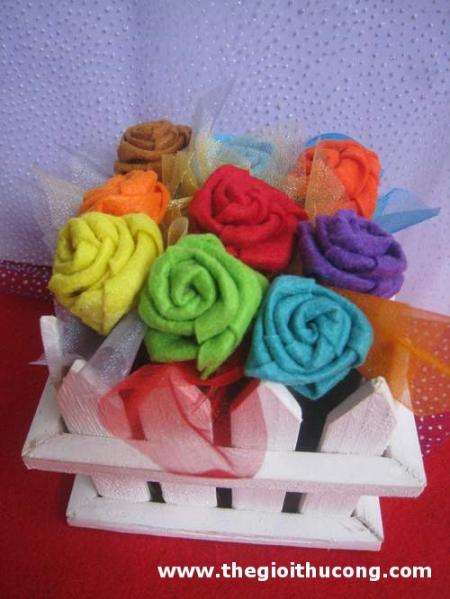 Cách làm hoa hồng bằng vải nỉ